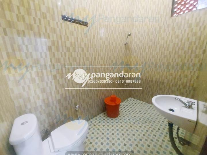 Kamar mandi Bungalow Abad Baru pangandaran. di lengkapi water heater