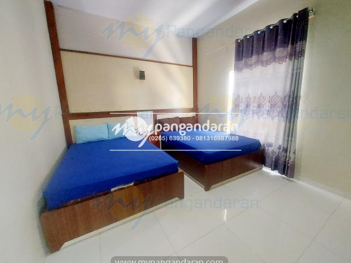 Kamar Bungalow Abad Baru pangandaran. berisi 2 bed dengan ukurna 140x 200 Cm